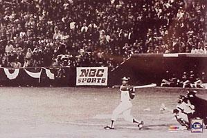 Hank Aarons breaks Babe Ruth's home run record